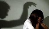 Bắt khẩn cấp cha dượng hãm hại con riêng của vợ