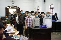"""Vì sao tạm dừng phiên tòa xét xử """"đại gia""""Trịnh Sướng và 38 bị cáo"""