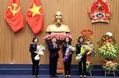 Viện trưởng tặng Bằng khen cho tập thể, cá nhân xuất sắc trong hoạt động Công đoàn