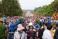 Hàng vạn người con đất Việt hành hương về Đền Hùng trong ngày giỗ Tổ