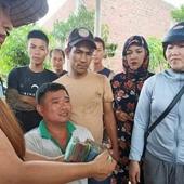 Giải cứu xe dưa hấu bị lật, những hình ảnh xúc động về tình người trong hoạn nạn