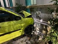 Hi hữu, ô tô con tông xe cấp cứu ngay trong bệnh viện