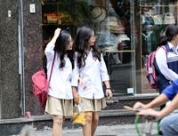 Học sinh Hà Nội vẫn quên đeo khẩu trang phòng chống dịch COVID-19