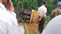 Xe khách giường nằm lao xuống vực, 22 người may mắn thoát nạn