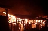 Cháy lớn, căn nhà gỗ cùng nhiều vật dụng bị thiêu rụi sau 20 phút
