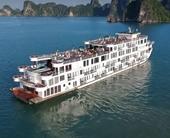 Cách ly du thuyền 5 sao và 182 người trên vịnh Hạ Long