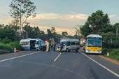 Xe cứu thương tông trực diện xe khách trên Quốc lộ 20