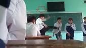 Buộc thôi việc thầy giáo tung chưởng với học sinh trên lớp