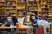 Canada gặp khó khăn trong tiêm chủng vắc xin COVID-19