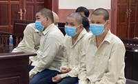 Xét xử nhóm người bắt giữ người trái pháp luật ngay tại sân tòa