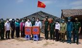 Phó Chủ tịch UBND TP HCM thăm lực lượng chốt chặn biên giới tỉnh Long An
