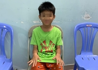 Truy tìm người đàn ông nghi bạo hành con trai