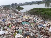 Yên Phong Bắc Ninh  Khốn khổ vì rác ngập đường quê
