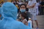 Xét nghiệm hơn 2 000 công nhân và người dân sống gần Bệnh viện nhiệt đới Trung ương cơ sở 2