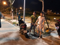 Cảnh sát nổ súng trấn áp nhóm thanh niên mang bom xăng đi hỗn chiến