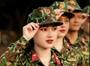 Nữ chuyên viên Kiểm sát xinh đẹp mang màu áo lính