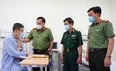 Giám đốc Công an TP Hà Nội thăm, tặng giấy khen tài xế taxi dũng cảm bắt cướp
