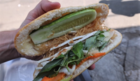 Khách Tây bất ngờ vì bánh mì chay ở TP HCM ăn như có thịt