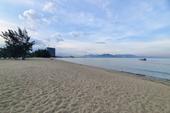 Biển Ninh Thuận vắng lặng không một bóng du khách mùa dịch COVID-19