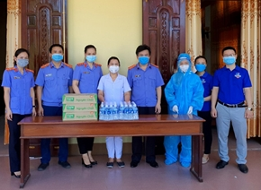 VKSND huyện Can Lộc chung tay ủng hộ tuyến đầu phòng, chống dịch COVID-19