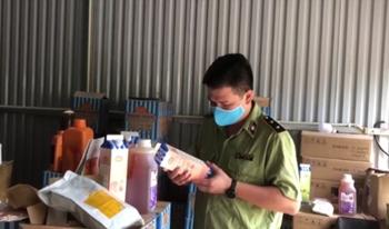 Tạm giữ hàng tấn nguyên liệu trà sữa để xác minh nguồn gốc