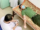 Cán bộ huyện Hương Sơn kịp thời hiến máu cứu người