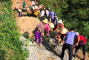 """Cán bộ, Kiểm sát viên VKSND huyện Văn Chấn tham gia """"Ngày thứ Bảy cùng dân"""""""