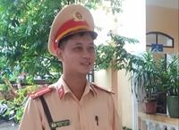 Hành động ấm lòng của Trung úy CSGT giữa mùa dịch