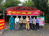 VKSND tỉnh Đắk Nông phối hợp thăm, tặng quà tại các chốt kiểm soát dịch