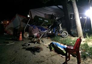 Gia đình 5 người và 2 Cảnh sát bị xe tải tông tại chốt kiểm soát COVID-19