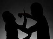 Mâu thuẫn gia đình, con dâu đả thương bố chồng