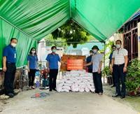 VKSND huyện Kim Thành và VKSND TP Hải Dương tặng quà người dân gặp khó khăn