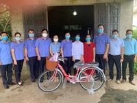 VKSND tỉnh Quảng Ninh nhận đỡ đầu 3 học sinh có hoàn cảnh khó khăn