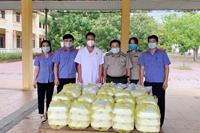 VKSND Thị xã Hồng Lĩnh tặng suất cơm tình nghĩa tại các điểm cách ly tập trung