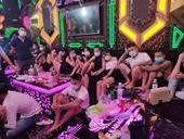 Bất chấp dịch, 30 thanh thiếu niên tụ tập hát karaoke, mở đại tiệc ma túy