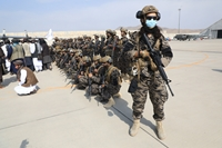 Những hình ảnh bất ngờ sau khi Taliban tiếp quản sân bay Kabul