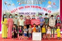 VKSND TP Móng Cái, VKSND TX Đông Triều tặng quà học sinh nghèo nhân dịp năm học mới