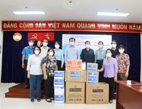 Ủy ban Xã hội của Quốc hội trao tặng gói hỗ trợ đến người dân TP HCM