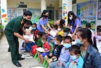 VKSND tỉnh Điện Biên tặng quà học sinh có hoàn cảnh đặc biệt khó khăn