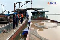 Truy tố giám đốc công ty cùng 8 đồng phạm khai thác cát trái phép trên sông Hồng