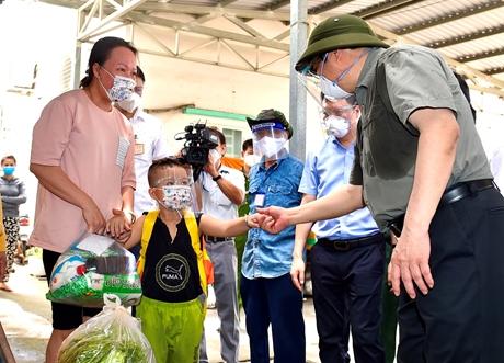 Thủ tướng yêu cầu TP Hồ Chí Minh kịp thời hỗ trợ người dân khó khăn không thuộc đối tượng theo quy định