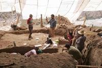 Khai quật trang sức có niên đại cổ nhất thế giới