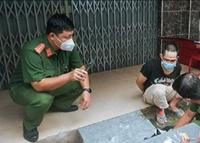 Chốt kiểm dịch COVID-19 kiểm tra kẻ nghi tàng trữ ma túy