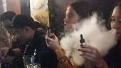 Nam sinh 15 tuổi ngộ độc thuốc lá điện tử, lên cơn co giật, hôn mê sâu