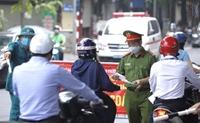 Lực lượng chức năng TP Hà Nội kiểm soát hơn 26 000 lượt người qua chốt trong ngày 12 10