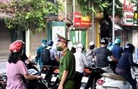 Ngày 13 10 Lực lượng chức năng TP Hà Nội kiểm soát hơn 31 000 lượt người qua chốt