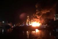 5 tàu cá neo trong cảng bị thiêu rụi trong đám cháy bí ẩn
