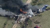 CLIP Máy bay khách cháy rụi khi cất cánh, 21 người thoát chết kỳ diệu