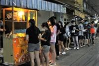 Chợ ăn vặt Hồ Thị Kỷ đông đúc trở lại
