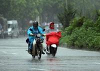 Miền Bắc trời rét, miền Trung mưa dông